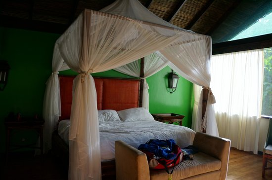 Pacuare Lodge : Luxury linens complete with a mosquito net that we never needed to use.