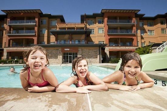 Watermark Beach Resort: Fun in the pool