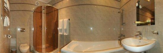 Kopa Hotel: ванная комната