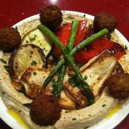 Falafel Bistro and Wine Bar: veggie hummus plate
