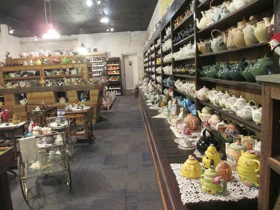 Teapot museum: To many to show in just one (or a dozzen) pictures.