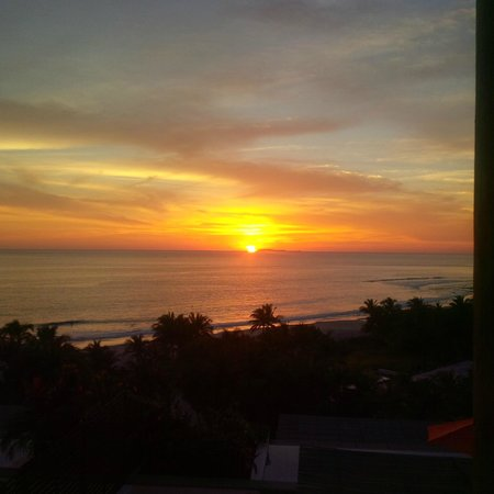 Los Veneros Resort Residences & Beach Club : Sunset from our patio Los Veneros Penthouse