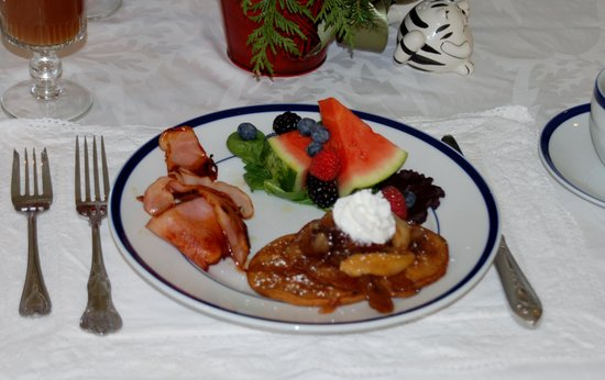 Sunapee View Bed and Breakfast: breakfast