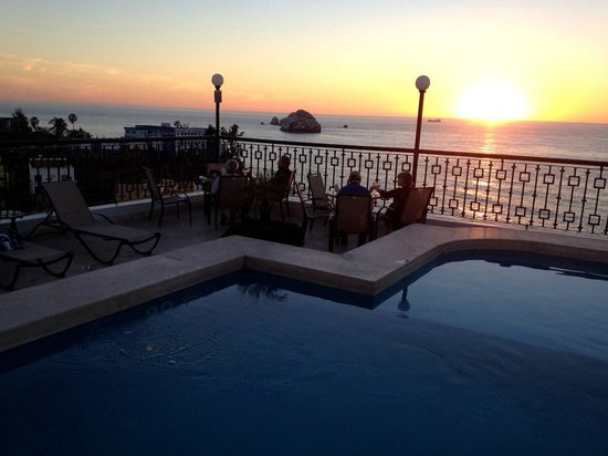 BEST WESTERN Posada Freeman: The top floor pool at sunset