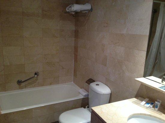 Hotel Exe AB Viladomat : Bathroom