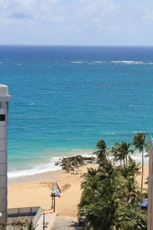BEST WESTERN PLUS Condado Palm Inn & Suites: View from the balcony to the beach (one block away)