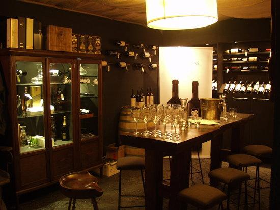 Ski Sur Apartments: CAVA SUR vinoteca & wine bar