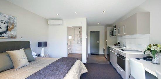 Century Park Motor Lodge : Easy Access Shower Studio