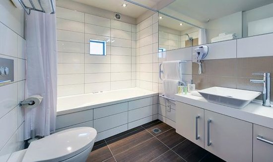 Century Park Motor Lodge: Bathroom in One Bedroom Suites