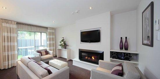 Century Park Motor Lodge: Two Bedroom Lounge