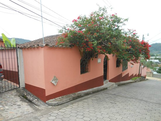 La Casa de Cafe: Street view.