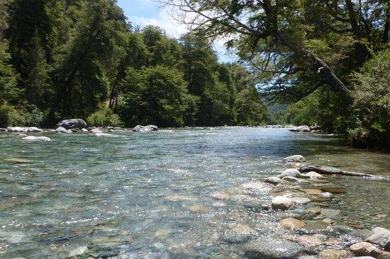Foto de Rio Azul, El Bolsón: Margen del Río Azul, El Bolsón, Río Negro -  Tripadvisor