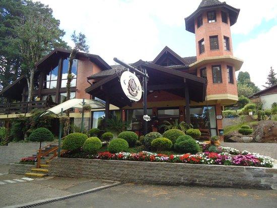 Hotel Recanto da Serra: Facahada e recepção central do Hotel