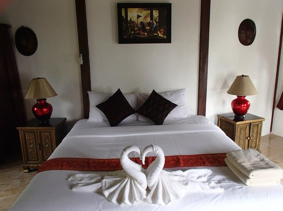 Aminjirah Resort: Bedroom we stayed in room 6