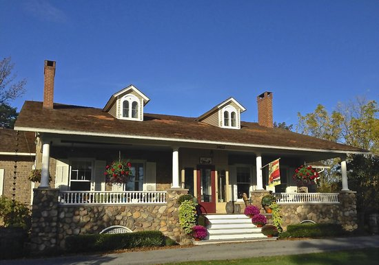 1837 Cobblestone Cottage Bed and Breakfast: Autumn