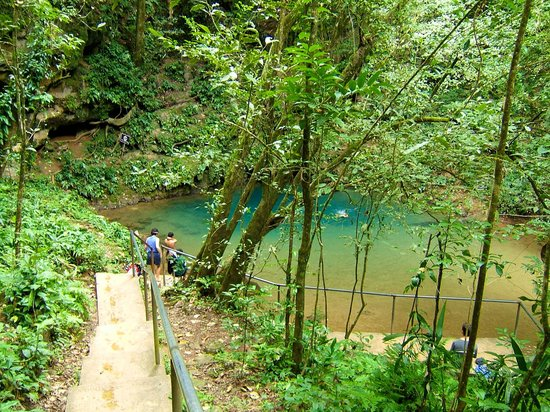 Blue Hole National Park: Steps down to the swimming area