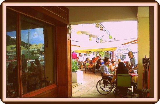 Tropicana: Une partie de la terrace à coté de La Casa del Cigarro
