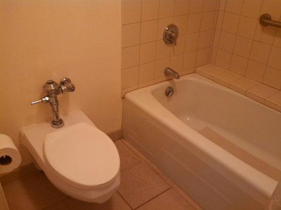 Sheraton Kona Resort & Spa at Keauhou Bay: Bathroom in our room