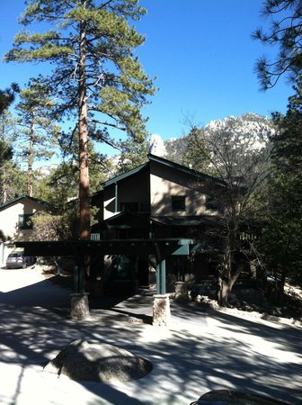 The Grand Idyllwild Lodge: Lodge exterior