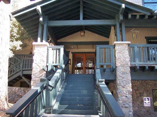 The Grand Idyllwild Lodge: Main entrance