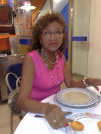 Hotel Colon: mi señora en el comedor
