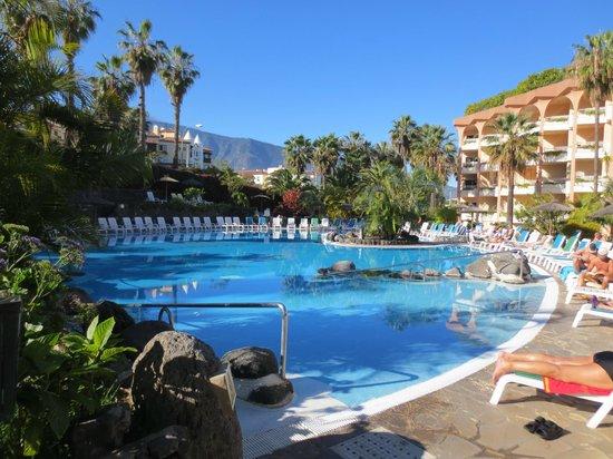 Hotel Puerto Palace : Großzügige Hotelpoollandschaft