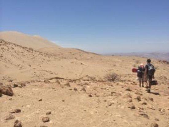 hiking-up-the-dune-cerro.jpg
