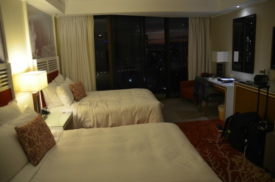 Surfers Paradise Marriott Resort & Spa: Hinterland room with 2 double beds