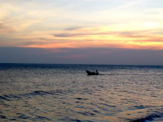 MANTA Sail Training Centre : Enjoying the sunset at Manta