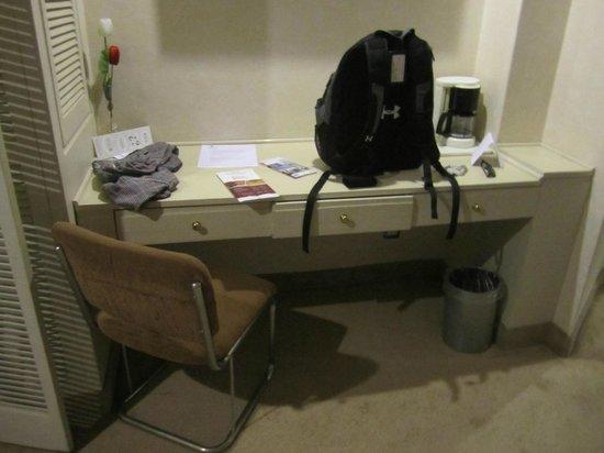 Hotel Century Zona Rosa Mexico : Room desk