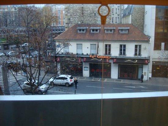 ibis Paris Tour Eiffel Cambronne 15ème : Panaderia y Cafe, vistos desde la haitación.
