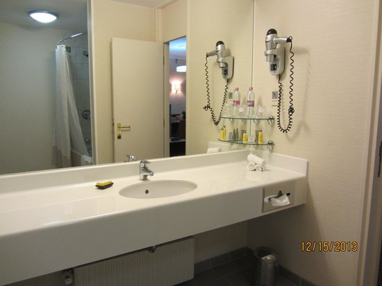 Budapest Marriott Hotel: Bathroom Jr Suite