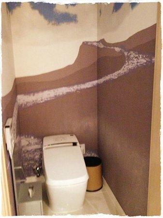 Grammos Hotel: トイレ、パネルで機能は最新ですよ