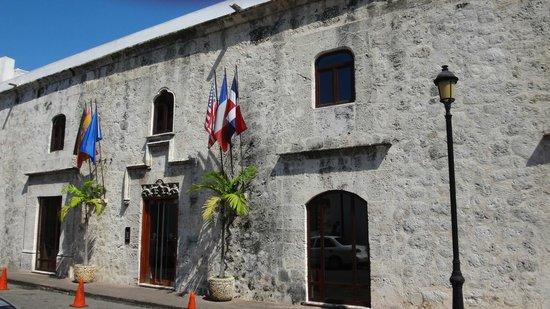 Hodelpa Nicolas de Ovando : the front door