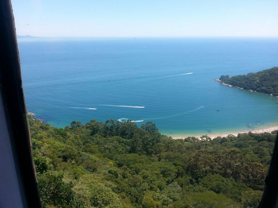 Praia das Laranjeiras: Vista do teleférico.