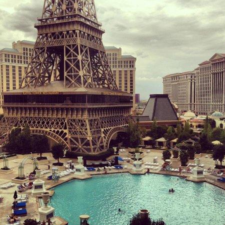 Habitacion estandar picture of paris las vegas las for Paris hotel swimming pool