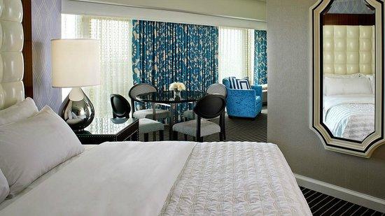 Le Meridien Delfina Santa Monica: Our vibrant Hot Tub Suite.