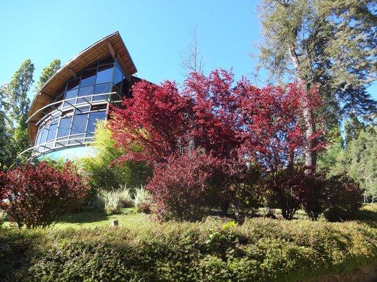Design Suites Bariloche: Frente do hotel