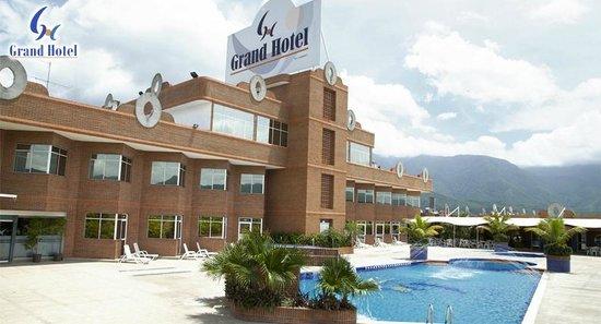 Grand Hotel: Piscina