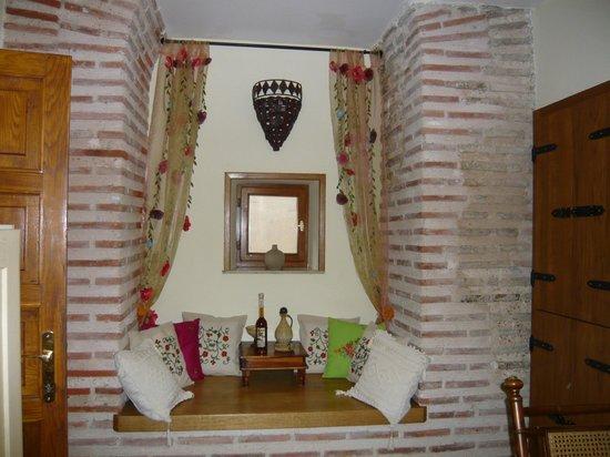 Emperor's Suites: Living Room