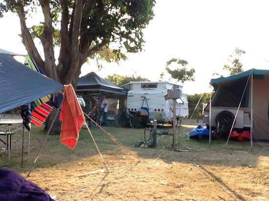 North Coast Holiday Parks Hawks Nest Beach: Cramped Campsites