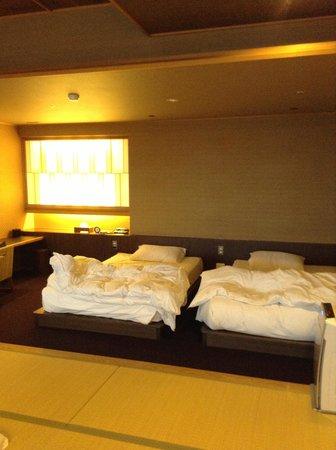 Hotel New Awaji: 寝室はベッドルーム