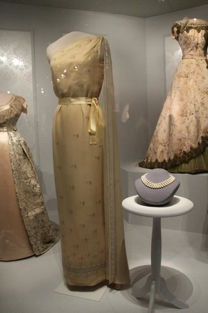 National Museum of American History : Jackie Kennedy's 1961 State Dinner Gown