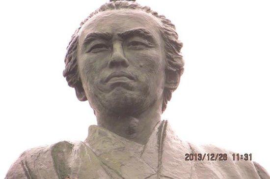 Ryoma Sakamoto Bronze Statue: his face