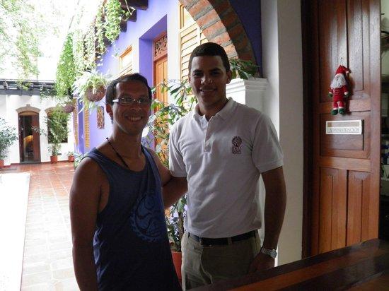 Casa de Isabella - a Kali Hotel: Con Franklin en recepción