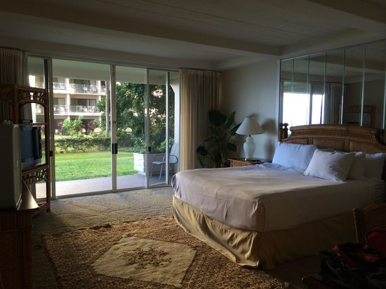 Aston at The Whaler on Kaanapali Beach: Main bedroom 102