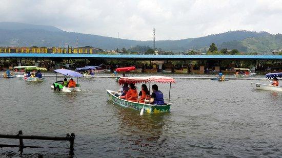 Floating Market Lembang: Floating Market Canoe