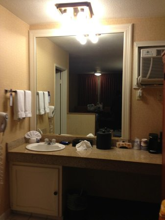 Best Western Plus Anaheim Inn : 洗面台