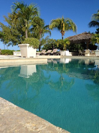 The Meridian Club Turks & Caicos: Pool view from one of the outdoor dining tables