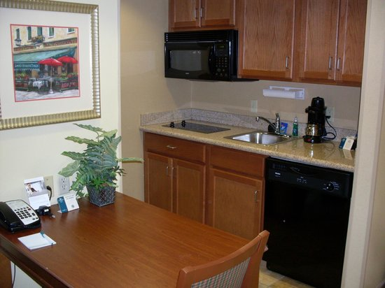 Homewood Suites by Hilton Champaign-Urbana : View of the full kitchen